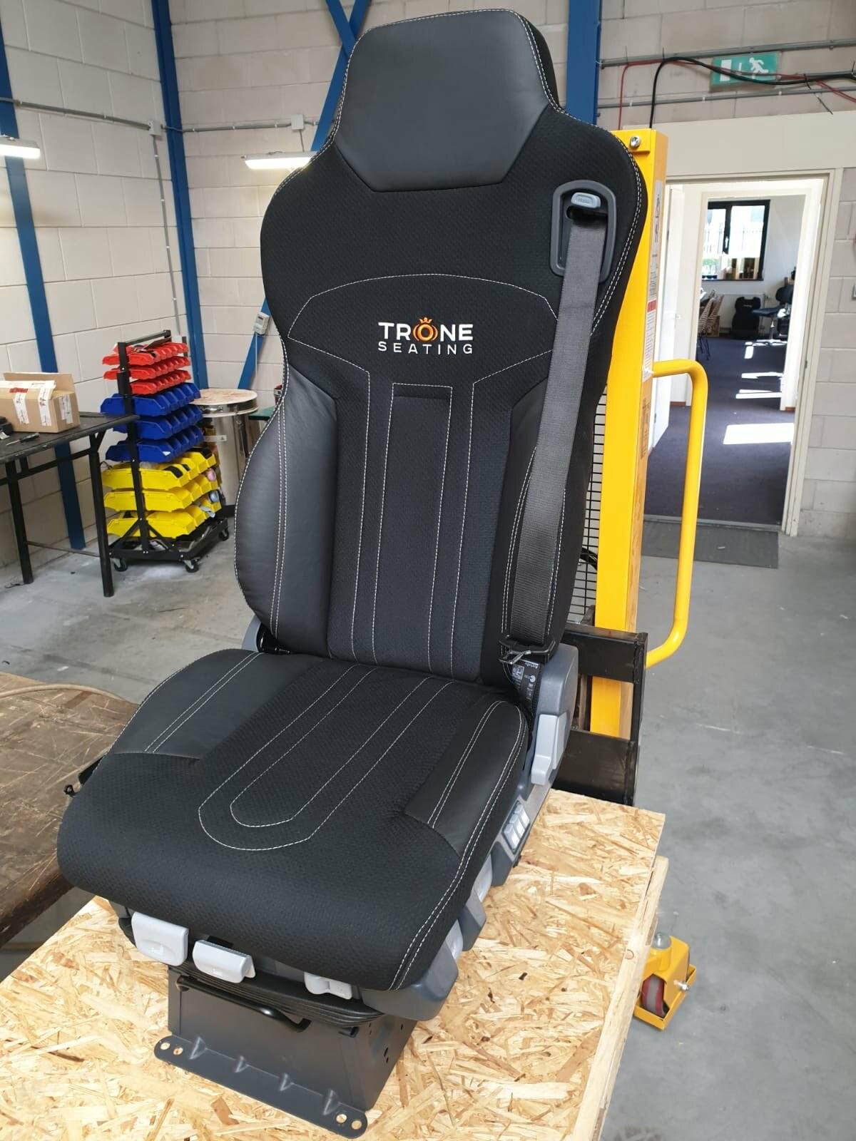vernieuwde schuimdelen en stoelbekleding | Trône Seating