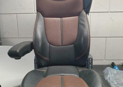 Bestaande chauffeursstoel van binnen volledig aangepast met zelfde uiterlijk