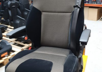 RECARO stoel van binnen volledig aangepast met zelfde uiterlijk